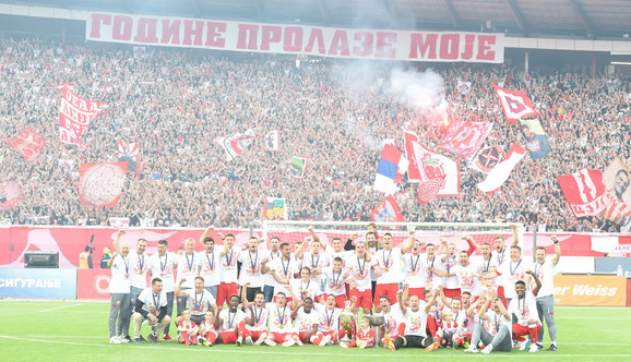 Fudbaleri Zvezde slave 30. titulu