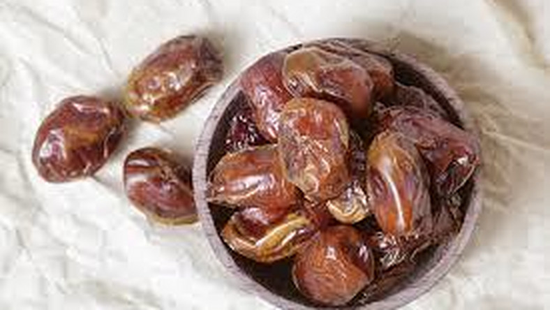 A low sperm count has often been linked with a zinc deficiency or a lack of essential vitamins. So, making some food changes can be a clever way to increase sperm count, and you can star by having a date with dates.