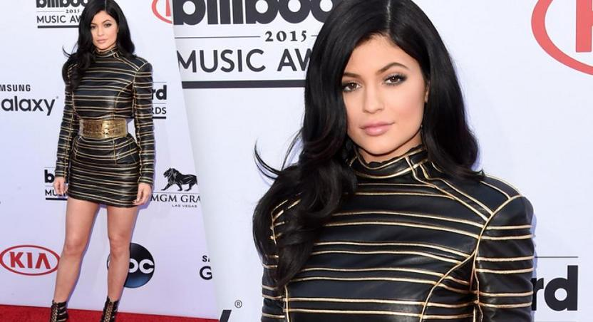 Kylie Jenner goes solo for Billboard Music Awards 2015