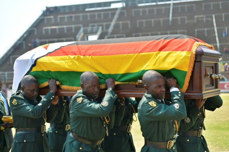 Soldiers carrying the casket bearing the remains of Robert Mugabe.