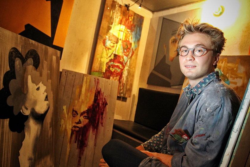 Michał Rejner maluje obrazy w piwnicy. Dostał zaproszenie na wystawę w USA