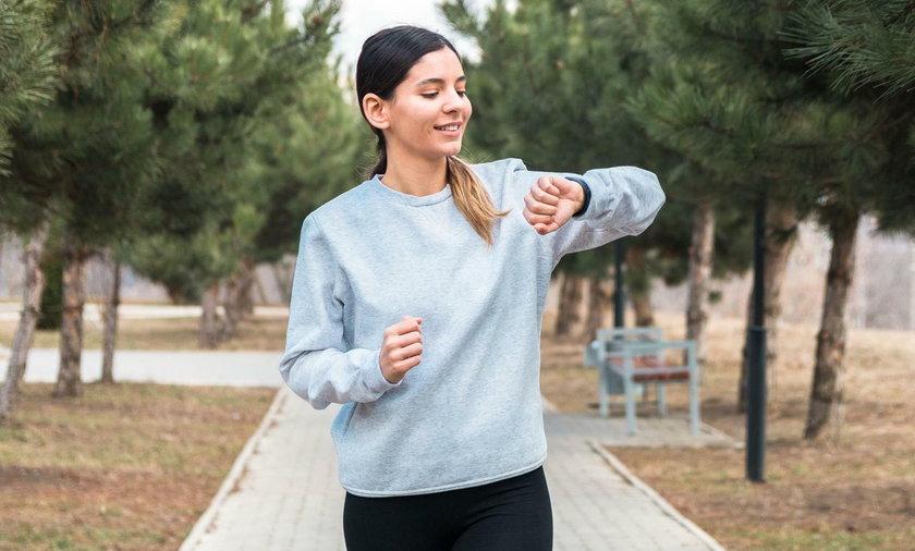 Zadbaj o zdrowie i kondycję z nowoczesnym smartbandem. Najlepsze modele w atrakcyjnych cenach!