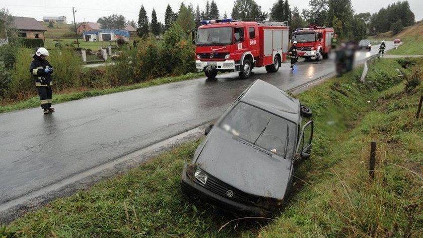 Samochód wjechał do rowu