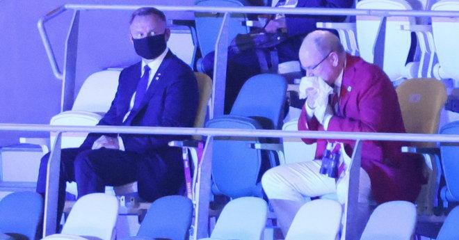 Książę kaszle i kicha przy Andrzeju Dudzie. Wzrok prezydenta mówi wszystko