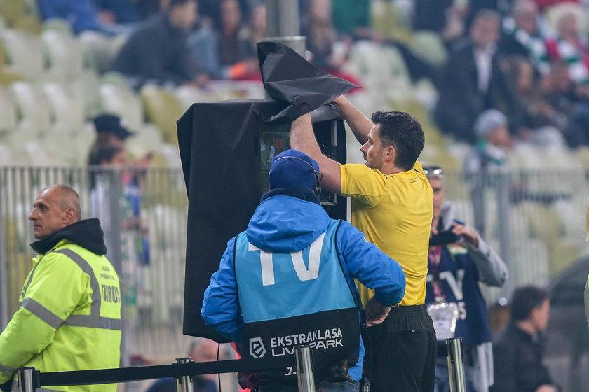 Uśmiercili na Wikipedii sędziego meczu Lechia-Legia
