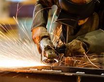 Zatrudnienie wzrosło o 3,1 proc. a przeciętna pensja brutto o 5,4 proc.