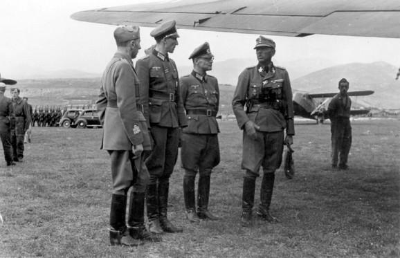 Oficiri Vermahta u Podgorici 1943: Kurt Valdhajm, drugi s leva