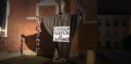Profanacja pomnika Jana Pawła II w Tarnowie. Sprawę bada policja