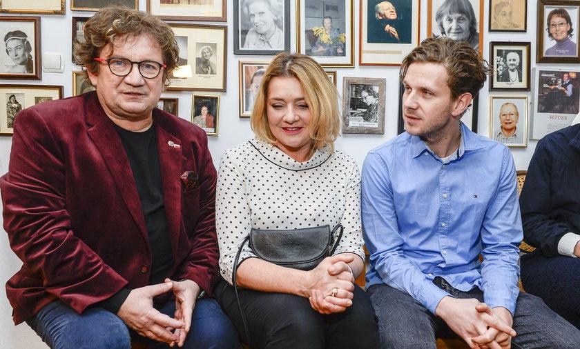Antek Królikowski z rodzicami