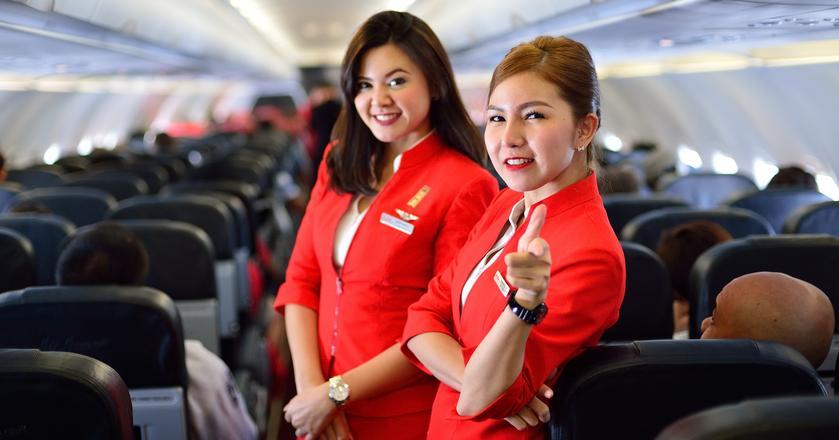 Stewardessy potrafią nawet odebrać poród, jeśli będzie to konieczne.