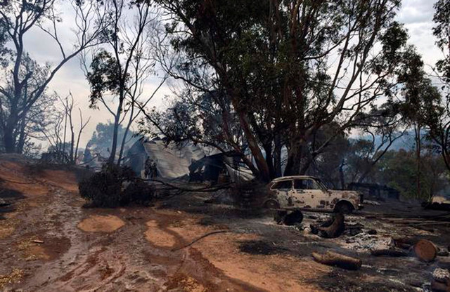 Do sada je 26 kuća izgorelo, a više od 40 ambara i šupa uništeno u plamenu