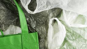 Ujęcie opłaty recyklingowej od toreb dla klientów