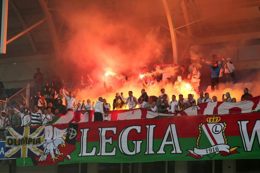 Ile Legia zapłaciła za idiotów rozrabiających na trybunach!?
