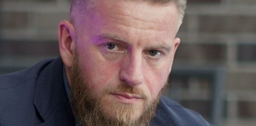 """Szczepan Twardoch ostro reaguje na artykuł informujący o jego sukcesie: To nie jest """"sukces Polaka"""", ponieważ nie jestem Polakiem"""