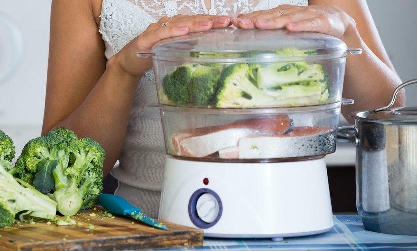 Garnek elektryczny i inne sprzęty do gotowania na parze