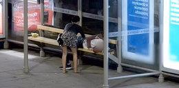 Zuchwali złodzieje okradli śpiącego na przystanku. FILM