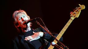 Eddie Vedder na scenie z Rogerem Watersem