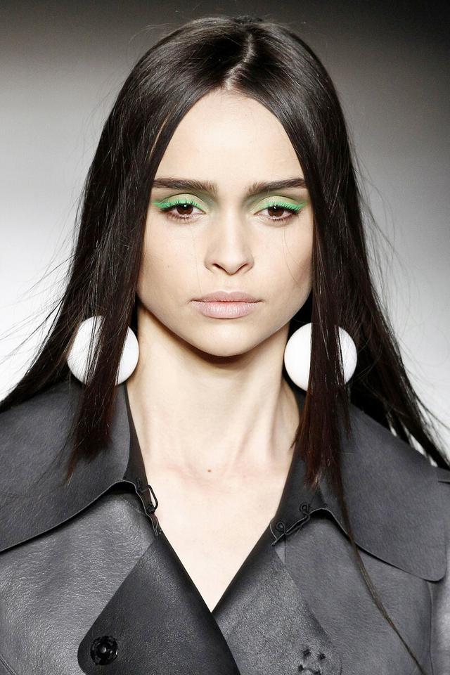 Oczy: fluorescencyjne kolory