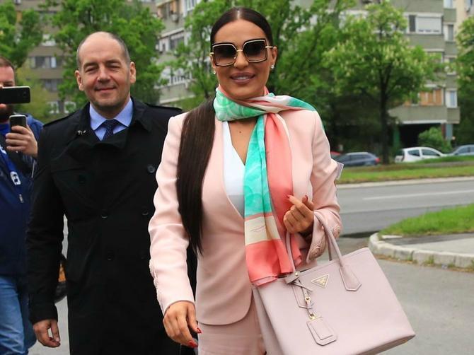 Pantalone koje je Ceca nosila na suđenju su PROLEĆNI HIT: Zbog jednog detalja su PROBLEMATIČNE, ali njoj ODLIČNO STOJE!