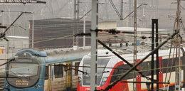 Puste pociągi stoją na bocznicy