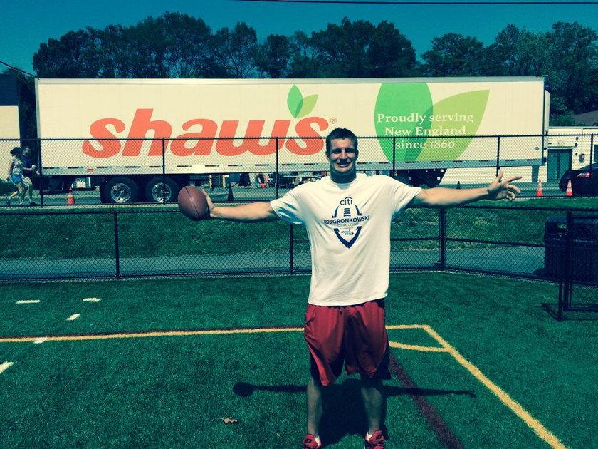 Futbolista NFL o polskich korzeniach pomógł chorym na raka!
