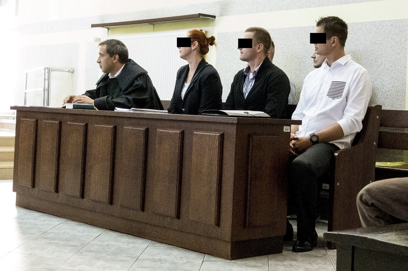 Funkcjonariusze w sądzie