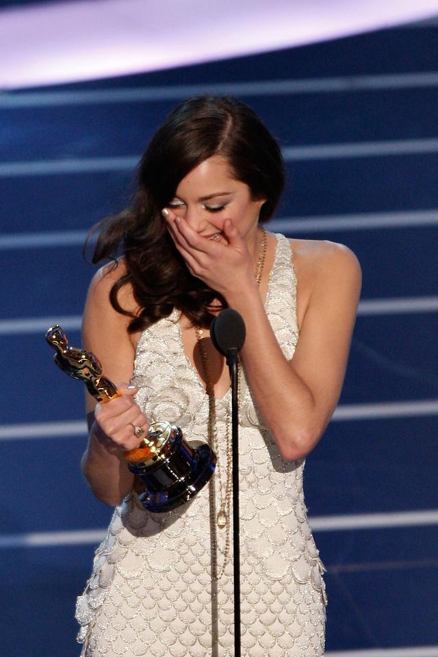 """Marion Cotillard - ceremonia w 2008 roku, Oscar za pierwszoplanową rolę w """"Niczego nie żałuję – Edith Piaf"""""""