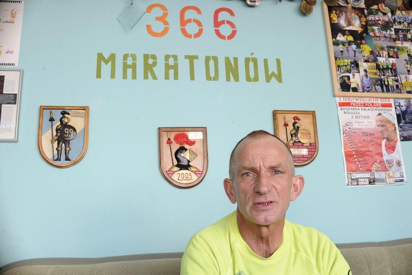 Codziennie biegnie maraton