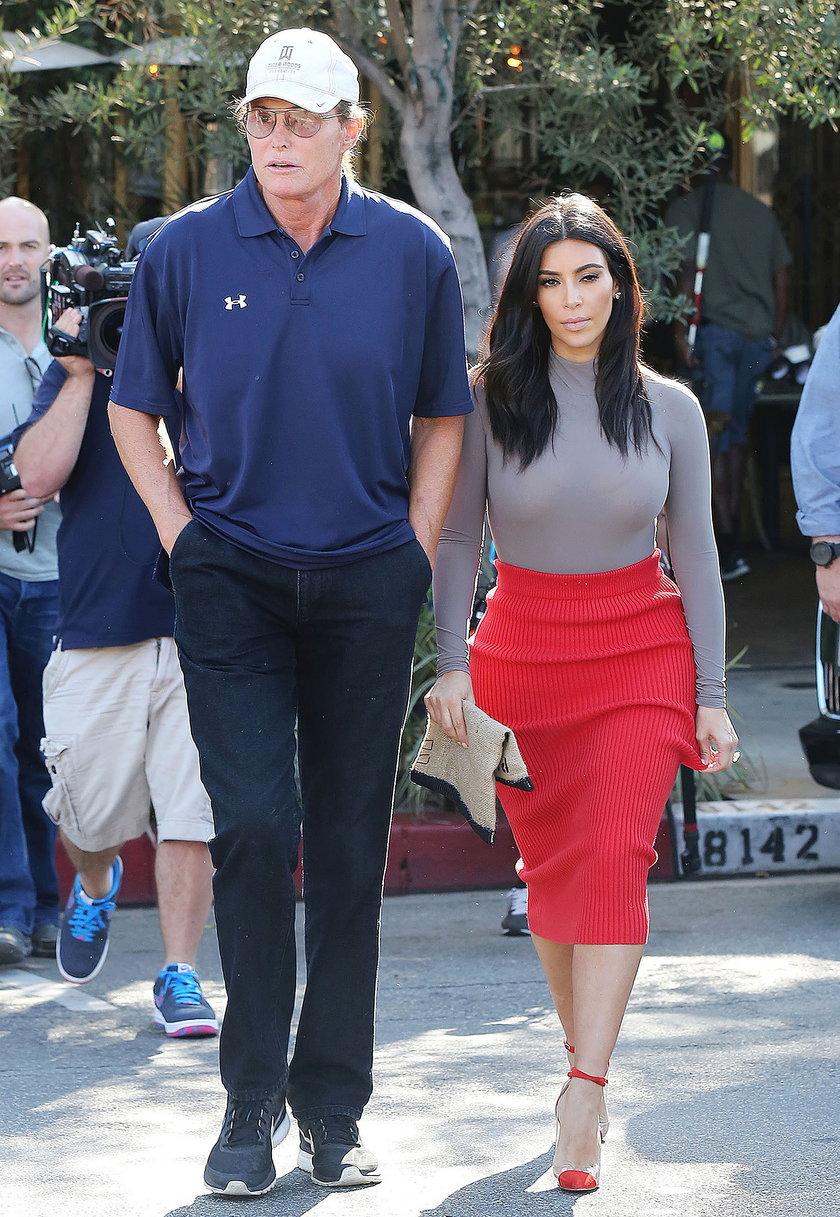 Ojciec Kardashianek zmienia płeć