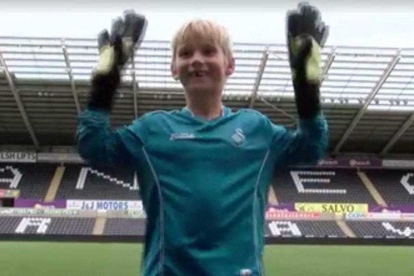 Łukasz Fabiański dał piękny prezent 7-letniemu kibicowi Swansea