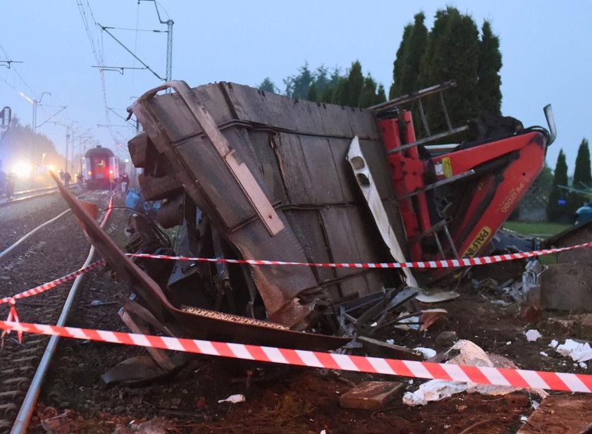 Wypadek pociągu z tirem