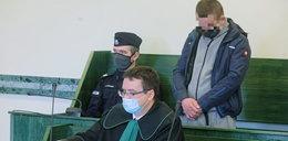 Wiesław zrzucił psa z 8. piętra. Wcześniej bywał z nim nawet u weterynarza, ale pewnego dnia wybuchł agresją. Jaką karę poniesie?