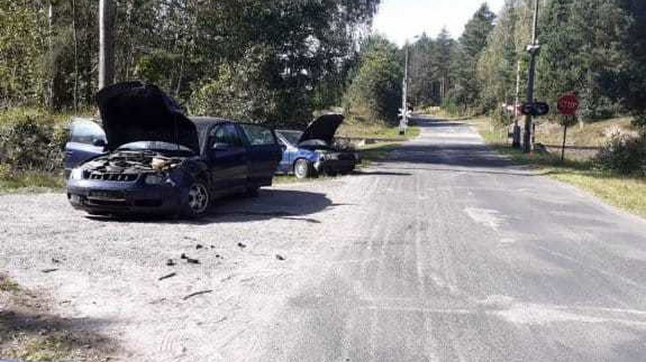 Uszkodzony samochód po wypadku w miejscowości Białka
