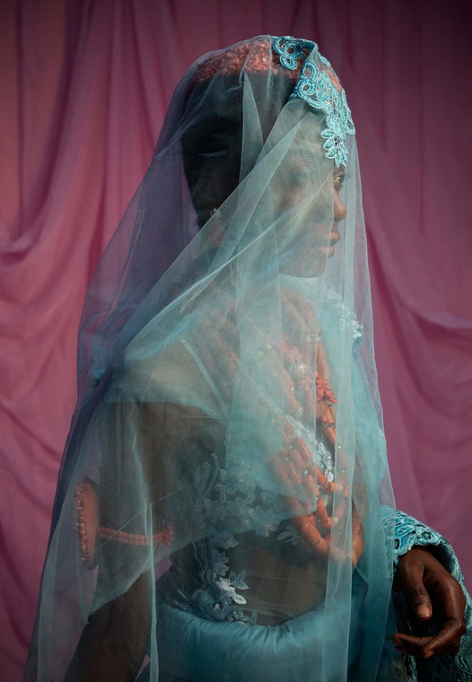 Nigerian photographer Lakin Ogunbanwo new series about the visuals of Nigerian weddings featured in Vogue [Credit: Vogue.it]