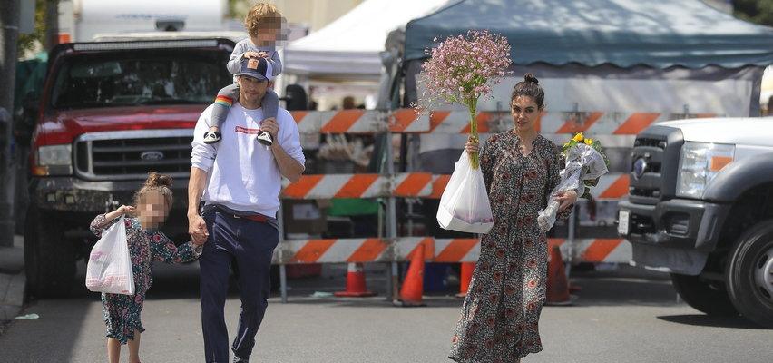 Kontrowersyjne podejście Kunis i Kutchera do higieny. Kąpią swoje dzieci dopiero, gdy zauważą na nich brud