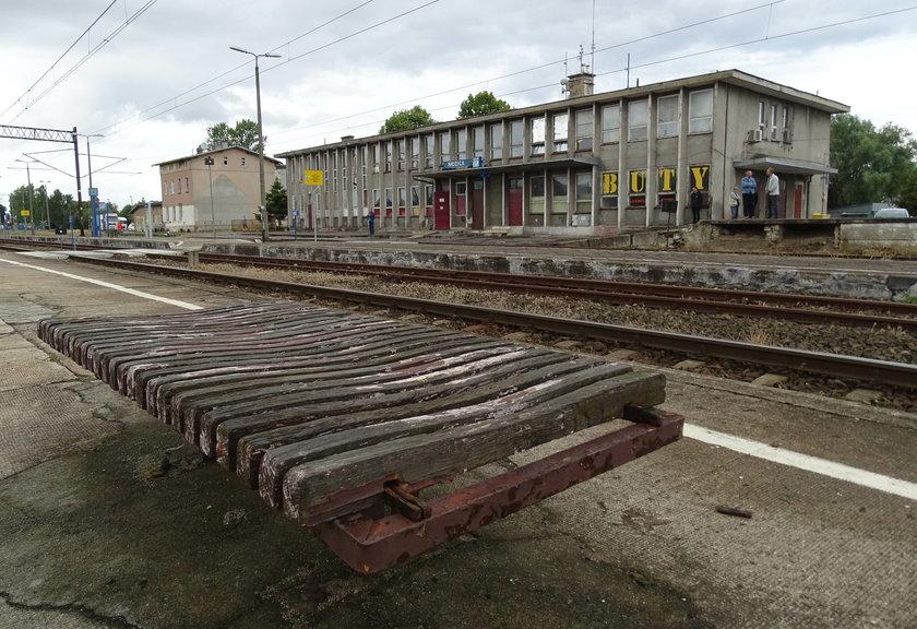 Premier jeździ pociągiem