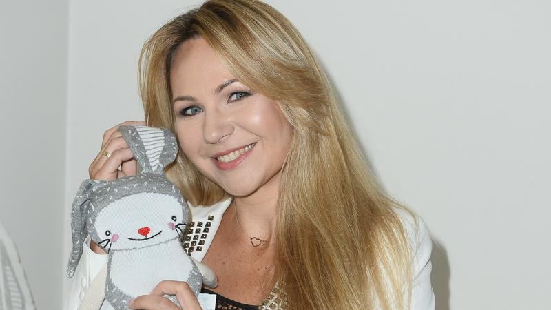 Anna Guzik (Na Wspólnej) i jej stylizacja na prezentacji zabawek