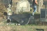 NIS01 Poruseni spomenici na groblju u selu Macija kod Raznja foto Radio televizija Krusevac Printscreen