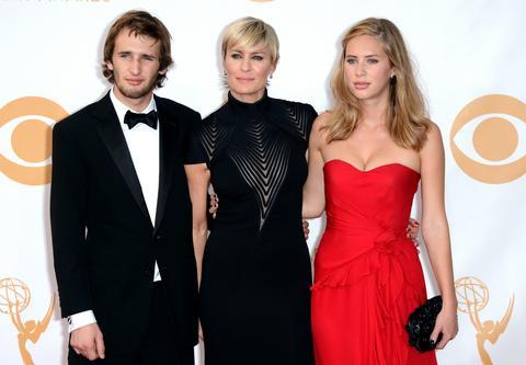 Robert Pattinson wciąż spotyka się z gałązkami FKA randki z facetem crossfit