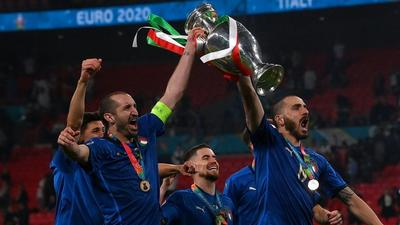 Euro hero Chiellini signs two-year deal with Juventus