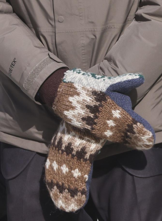 Rukavice koje je nosio Berni Sanders na inauguraciji Džozefa Bajdena