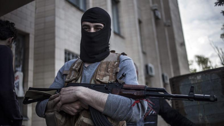Kramatorsk, Ukraina: uzbrojony prorosyjski bojówkarz