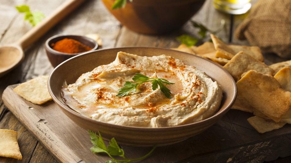 Przygotowanie hummusu jest bardzo proste - Brent Hofacker/stck.adobe.com