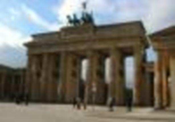 W ciągu 28 lat istnienia muru, do RFN udało się przedostać około 5 tys. Niemców Wschodnich, a od 98 do 200 osób zginęło podczas próby. Strażnicy graniczni mieli obowiązek strzelać do każdego, kto usiłował wydostać się z NRD.