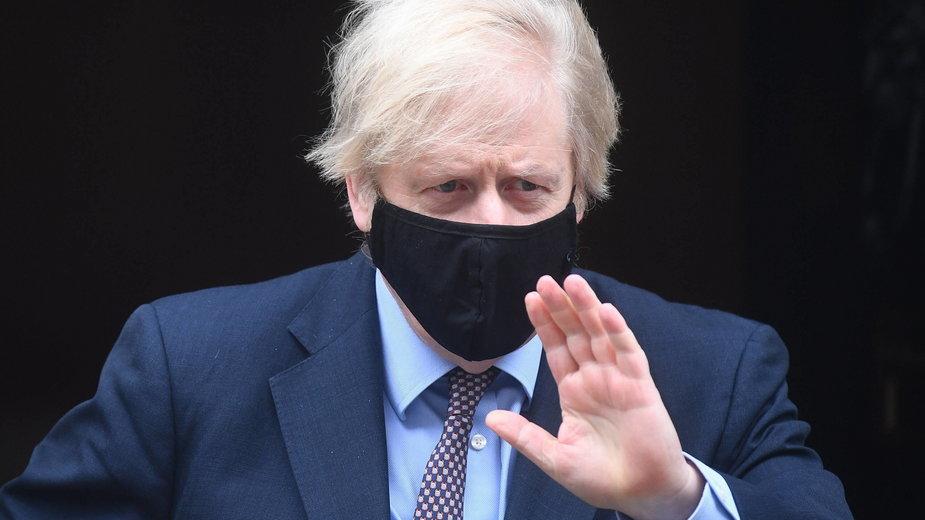 Boris Johnson ma nową taktykę. Plan Anglii na walkę z COVID-19