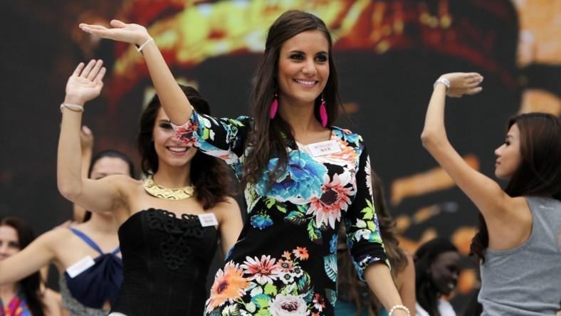 Kandydatki do tytułu najpiękniejszej kobiety świata ćwiczą już występ, który zaprezentują na otwarciu gali finałowej konkursu. Na I planie Miss Węgier