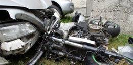 Motocyklista roztrzaskał się na oplu