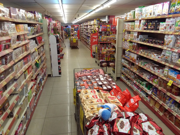 Rafovi u Prištini:Nema mleka i praška iz Srbije