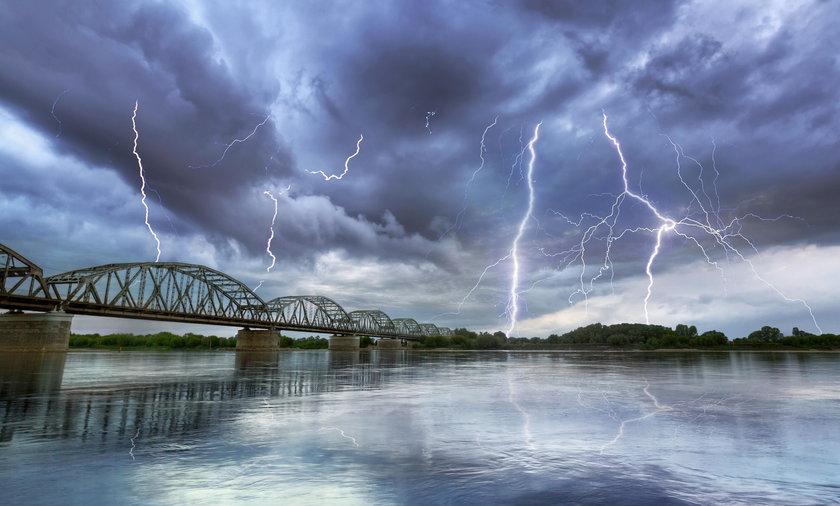 IMGW ostrzega przed burzami. Uważajcie, będzie groźnie!
