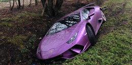 Kierowcy w szoku. Kto porzucił warte fortunę auto w rowie?